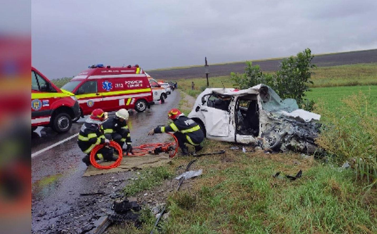 Scene cumplite în Iași, în urma unui accident violent. Doi oameni au murit și alți opt au suferit răni grave