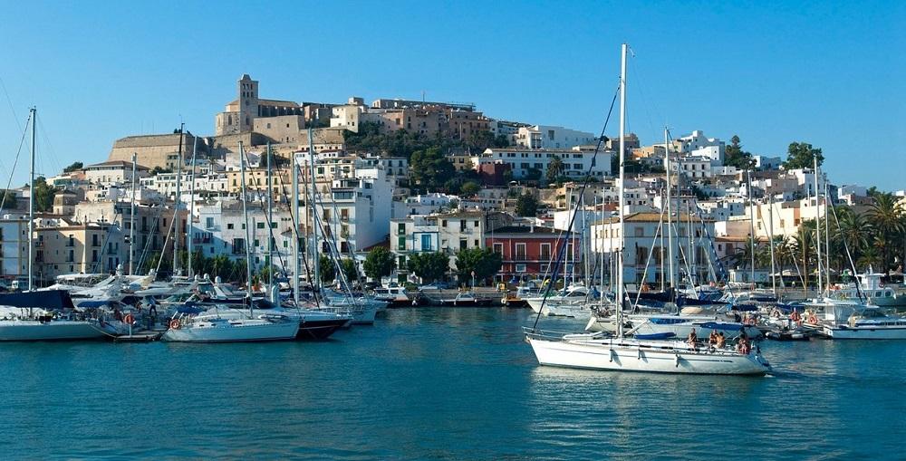 Tragedie în Ibiza. Un bărbat a murit, după ce barca în care se afla a fost lovită de un feribot
