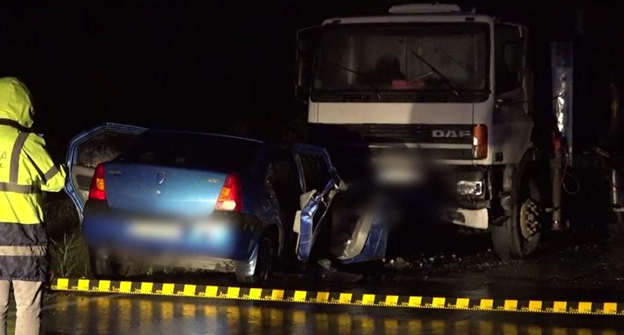 Accident grav în Argeș, după ce un șofer a intrat pe contrasens. O femeie de 66 de ani a murit