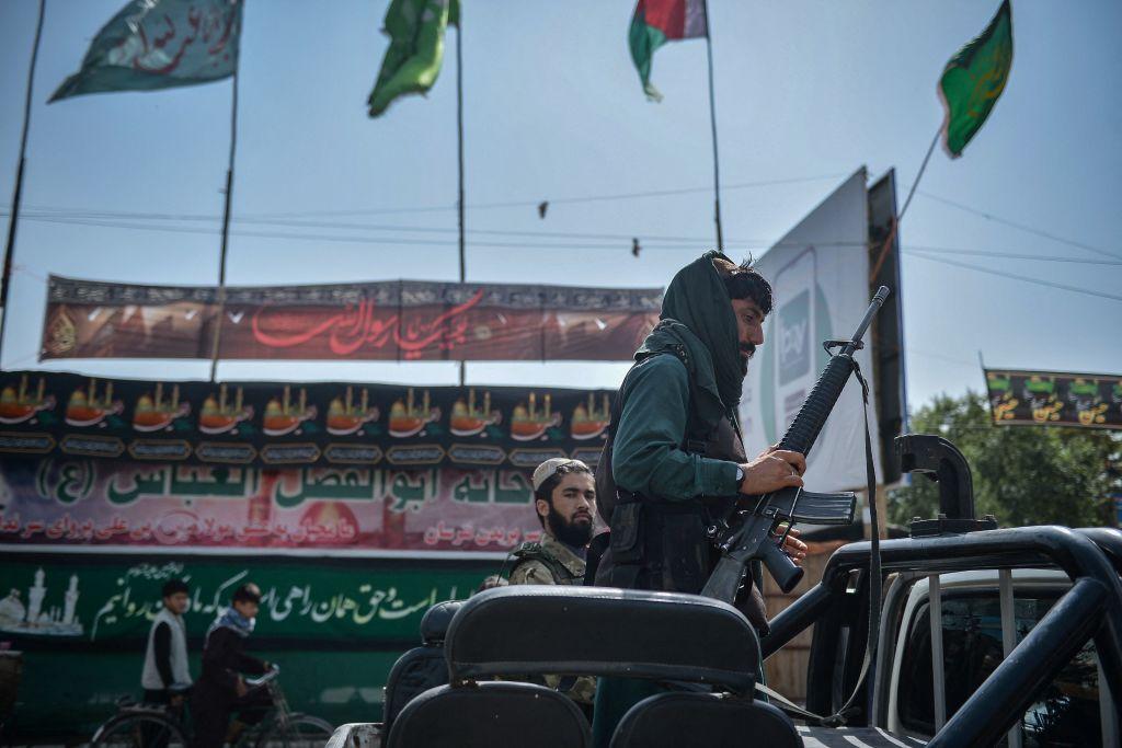Băncile din Afganistan s-au deschis. Talibanii interzic orice transfer de dolari şi artefacte în străinătate
