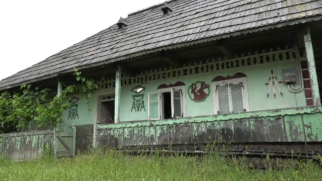Case vechi de peste un secol, din Bucovina, vândute pe sume infime. Un francez vrea să le includă într-un complex muzeal