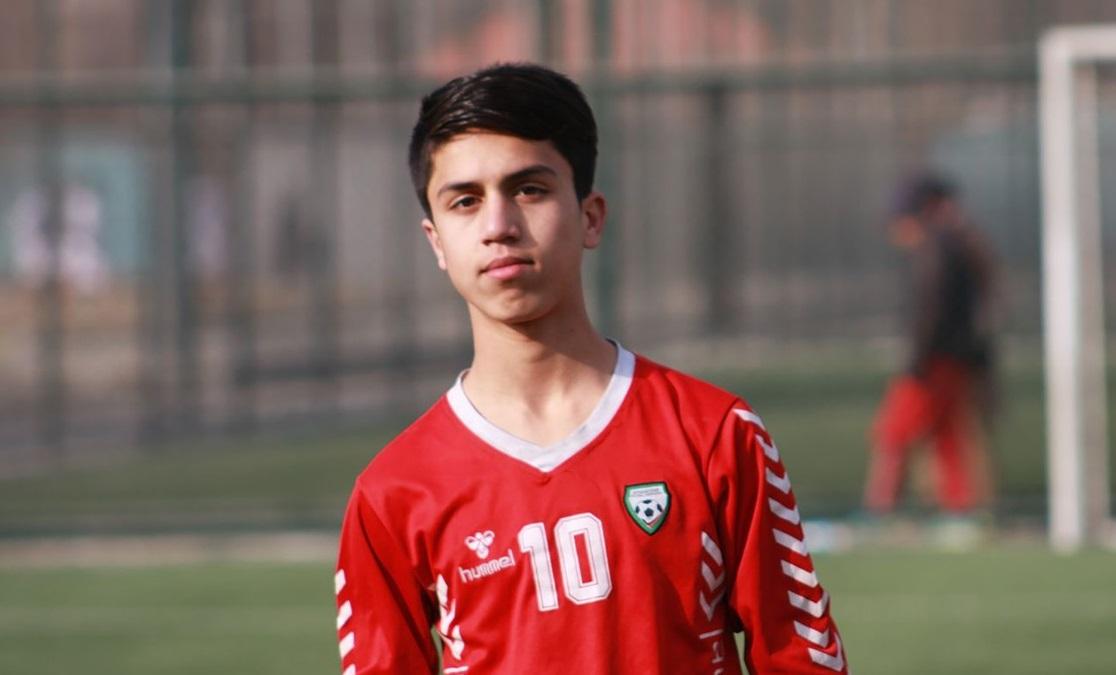 Un fotbalist afgan a murit la vârsta de 19 ani, după ce a căzut dintr-un avion american care decola din Kabul