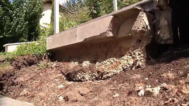 Mai multe case din Cluj-Napoca au crăpat din cauza unui șantier. Devoltatorul ignoră somațiile și continuă lucrările