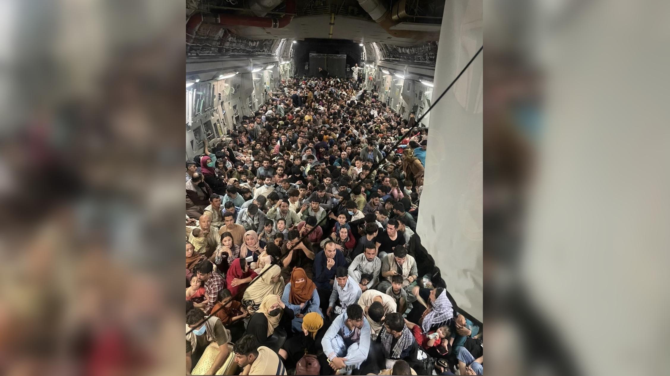 Câte persoane erau, de fapt, în avionul care a plecat de la Kabul în Qatar. Imagine a devenit virală