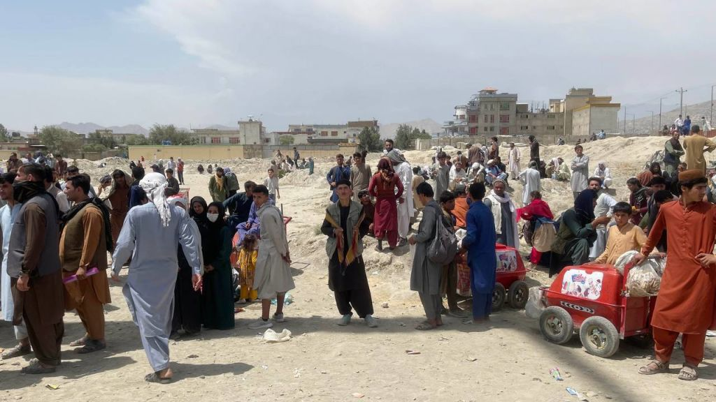 Talibanii i-au dat foc unei femei pentru că a gătit prost. Tinere transportate în sicrie pentru a fi exploatate sexual