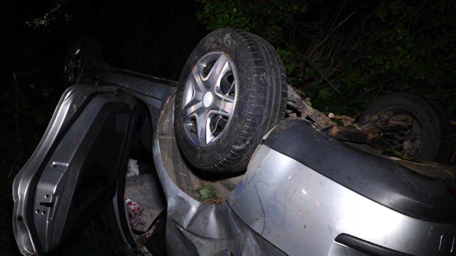 Accident grav în Bistrița. O mașină în care se aflau cinci persoane s-a răsturnat