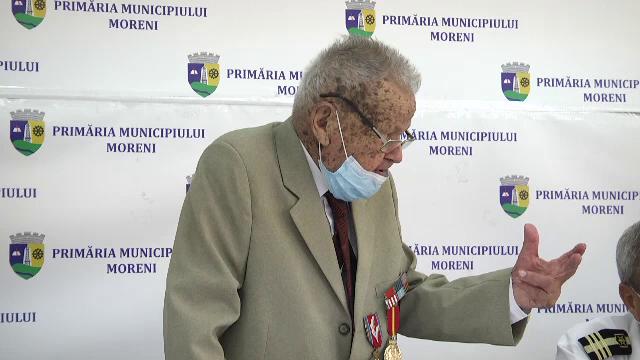 Ceremonie emoționantă, în Dâmbovița, pentru un veteran de război. Ce le-a spus bărbatul celor prezenți