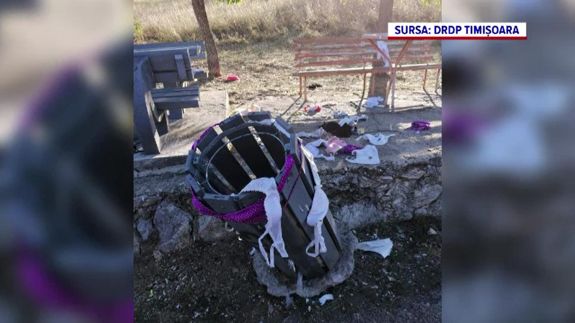 Angajații Direcției de Drumuri și Poduri din vestul țării au găsit zeci de sutiene aruncate în jurul coșurilor de gunoi
