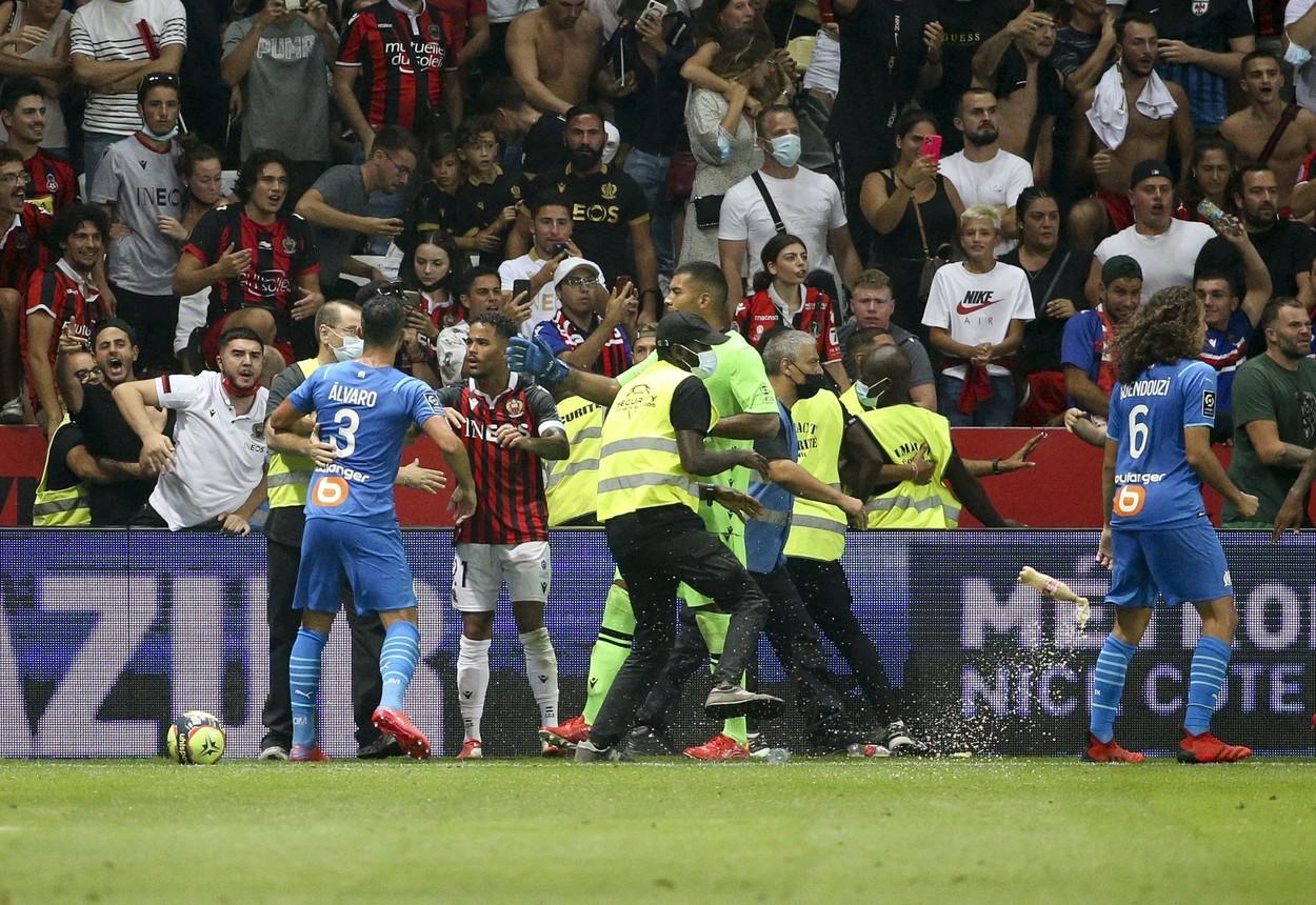 VIDEO. Violențe la meciul Nice - Olympique Marseille. Zeci de suporteri au invadat terenul