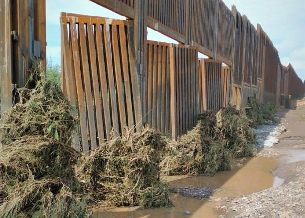 Zidul lui Donald Trump de la granița cu Mexicul, avariat de inundațiile din SUA