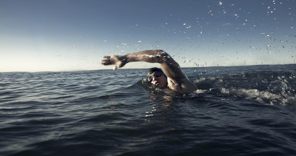 Un bărbat rus a înotat până în Japonia și a cerut azil politic