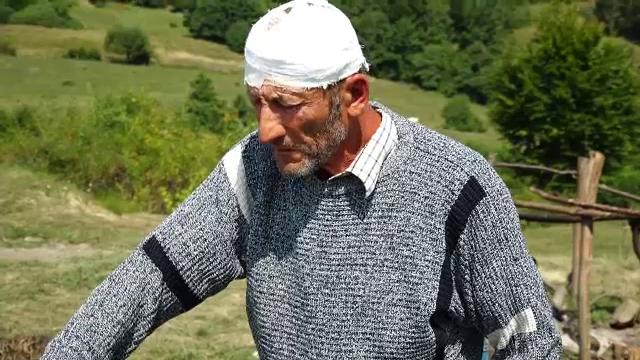 Cioban din Bistrița-Năsăud, lăsat într-o baltă de sânge, după ce a fost bătut cu bâta de un alt cioban