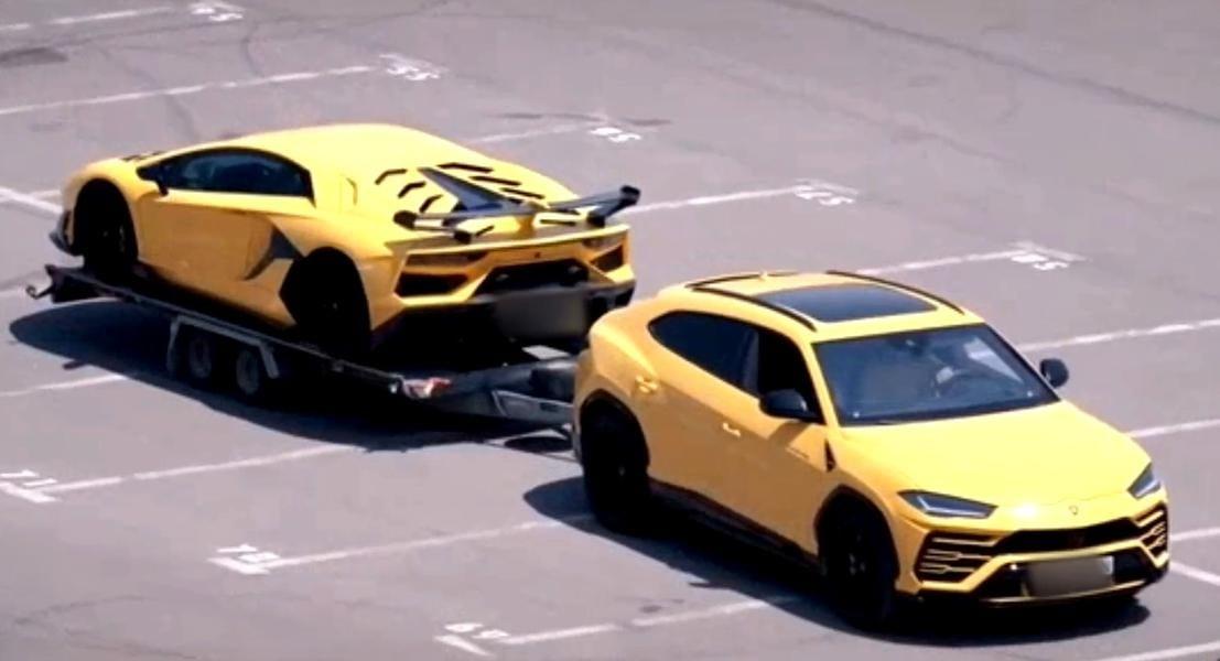 Imagini unice: Lamborghini tractat de un alt Lamborghini, într-o parcare din Mamaia