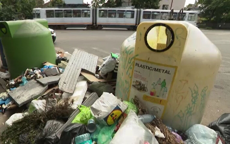 Starea de alertă din Sectorul 1 s-a încheiat. Două firme strâng acum gunoiul, Clotilde Armand face amenințări