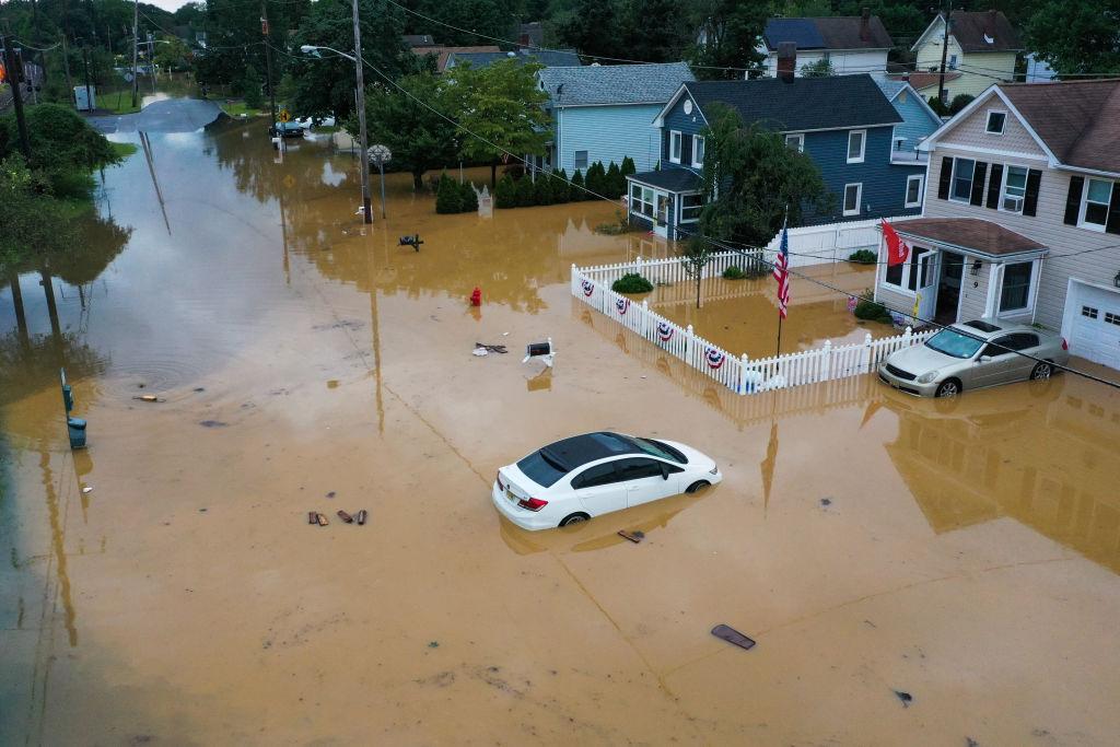 Furtuna tropicală Henri face prăpăd în SUA. Peste 100.000 de locuințe au rămas fără curent electric