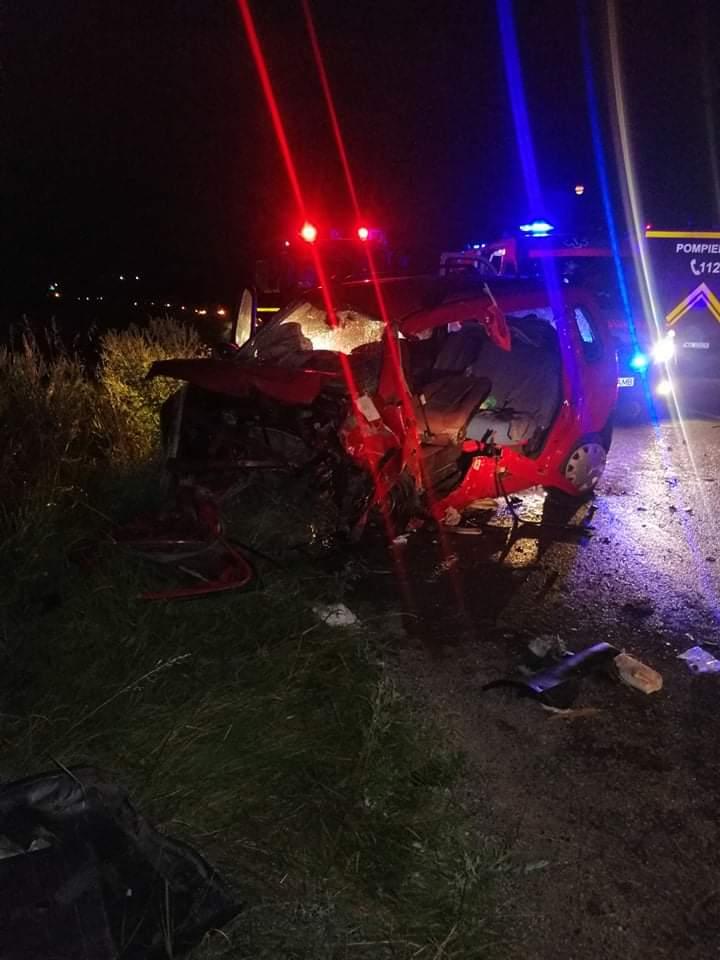Accident grav în Neamț. O persoană a murit şi patru au fost rănite