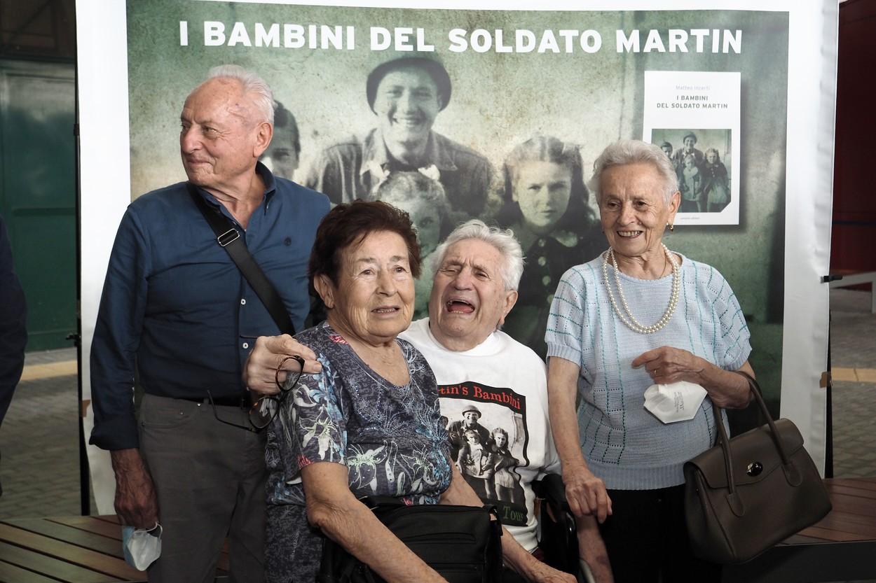 Întâlnire emoționantă între un veteran de război și trei frați din Italia pe care i-a salvat acum 77 de ani