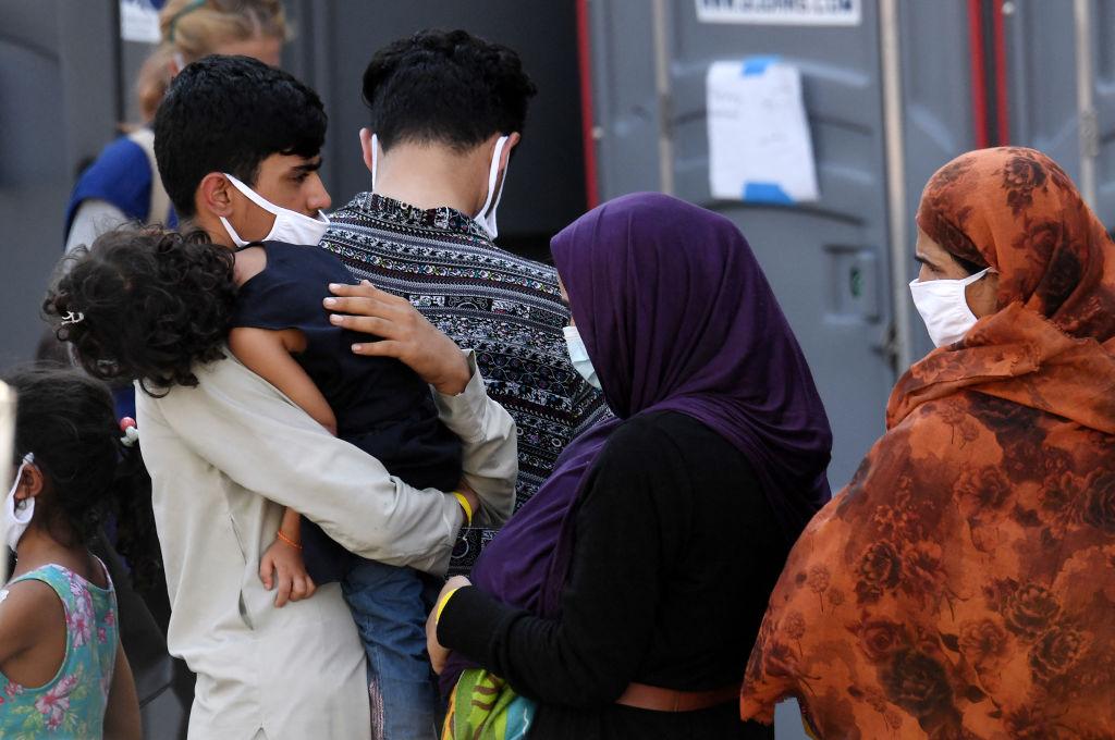 Airbnb va asigura adăpost gratuit pentru 20.000 de refugați afgani