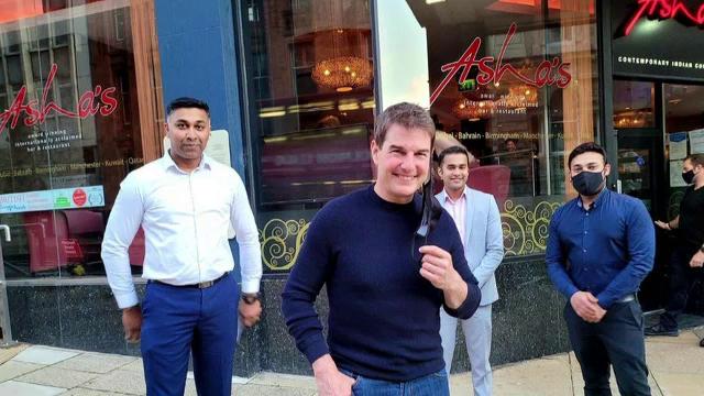 O familie din Marea Britanie s-a trezit în curtea casei cu Tom Cruise