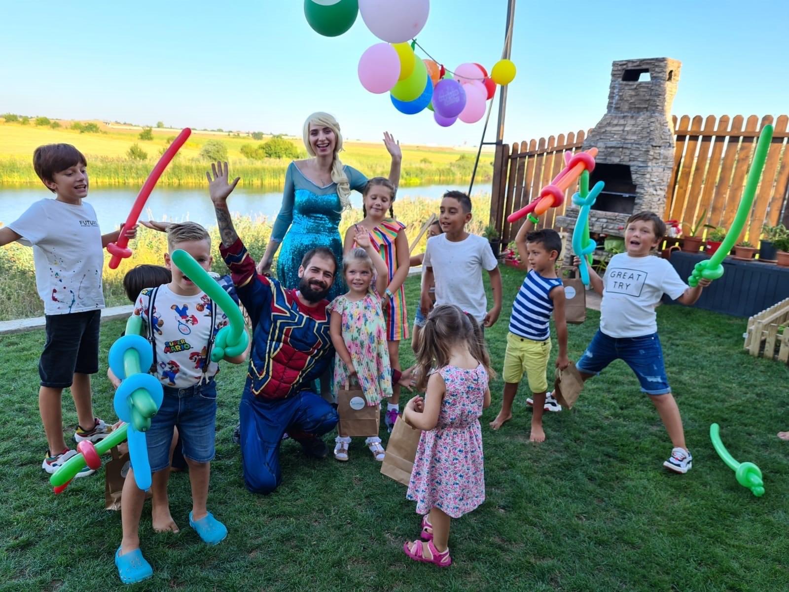 (P) Cum să organizezi o petrecere pentru copii în aer liber, cu animatori