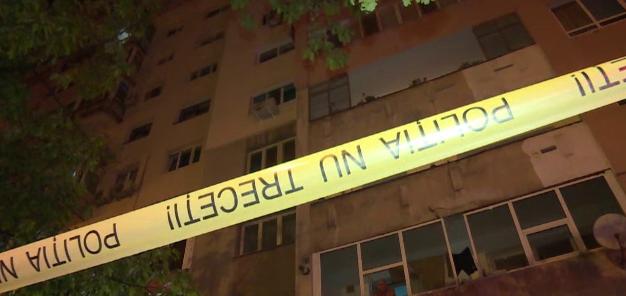 Mama gemenilor morţi în Ploieşti, după ce au căzut de la etajul 10, riscă să rămână şi fără cel de-al treilea copil