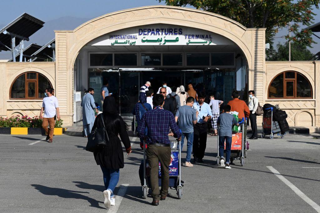 Ambasada SUA de la Kabul le recomandă cetățenilor americani să nu se deplaseze la aeroport