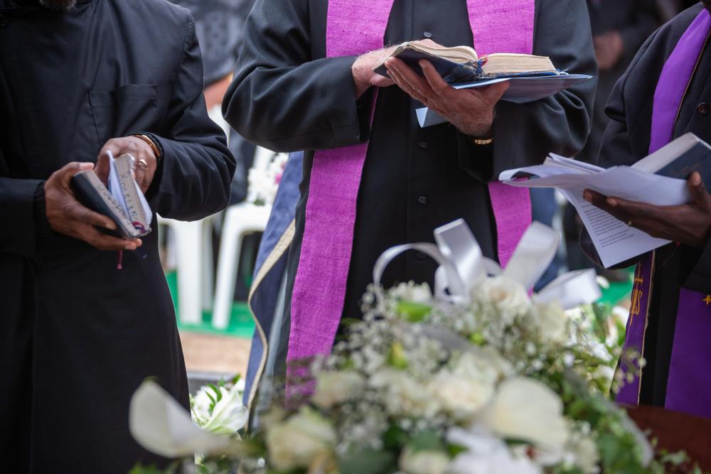Un pastor a murit după ce a încercat să recreeze Învierea lui Iisus și s-a lăsat îngropat de viu