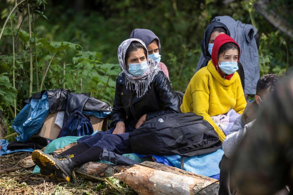 """O femeie refugiată este blocată la granița dintre Polonia și Belarus. """"Va muri în fața copiilor ei dacă nu este ajutată"""""""