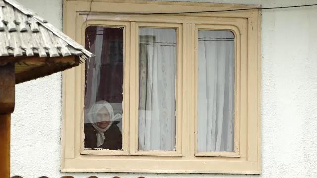 Un bărbat din Maramureș, arestat la domiciliu alături de soție, după ce a bătut-o crunt