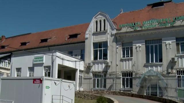 Asistentă rănită la Spitalul Lugoj, după ce o lampă a căzut peste ea din tavan în timpul unei operații