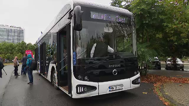 Paradă cu vehicule nepoluante, în centrul Bucureștiului. A fost prezentat și primul autobuz electric românesc