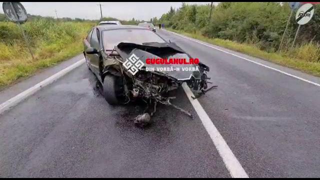 Patru persoane au ajuns la spital, în urma unui accident, la Caraș-Severin. O mașină s-a răsturnat în șanț