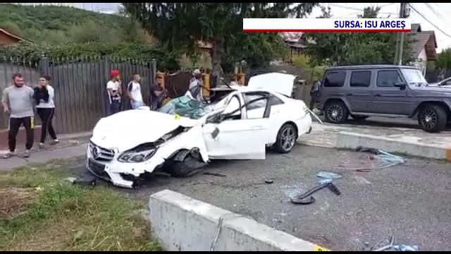 O femeie și cei doi copii ai săi, răniți într-un accident. Șoferița a pierdut controlul volanului și a intrat pe contrasens