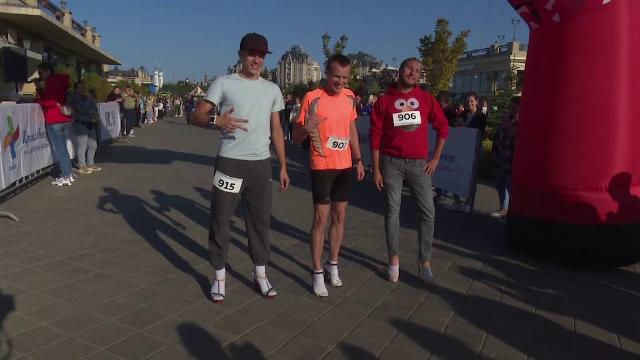 Competiție inedită în Rusia, unde bărbații și femeile s-au întrecut pe tocuri. Cine a fost câștigătorul