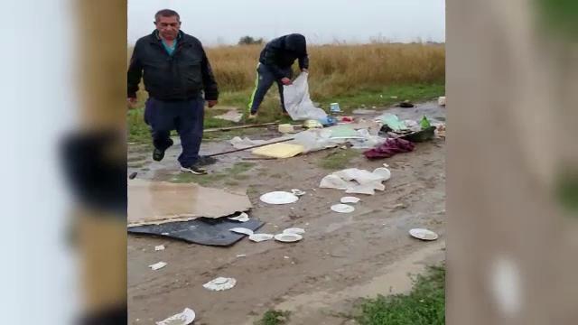 Polițiștii din județul Timiș au prins trei bărbați care aruncau gunoaie pe un câmp din localitatea Ghiroda