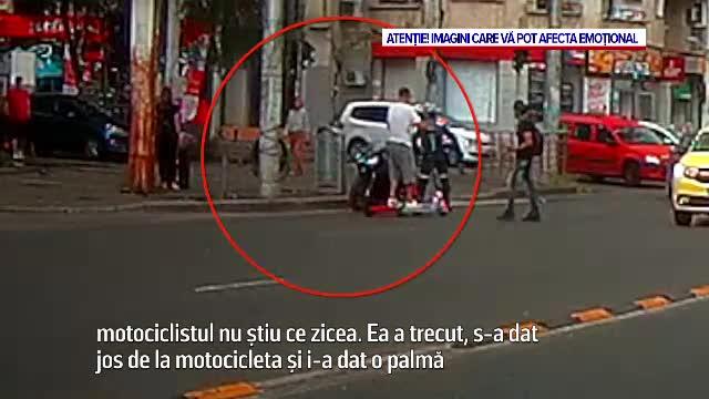 Momentul în care o femeie este lovită cu pumnul de un motociclist, în Capitală. Ce a făcut apoi agresorul
