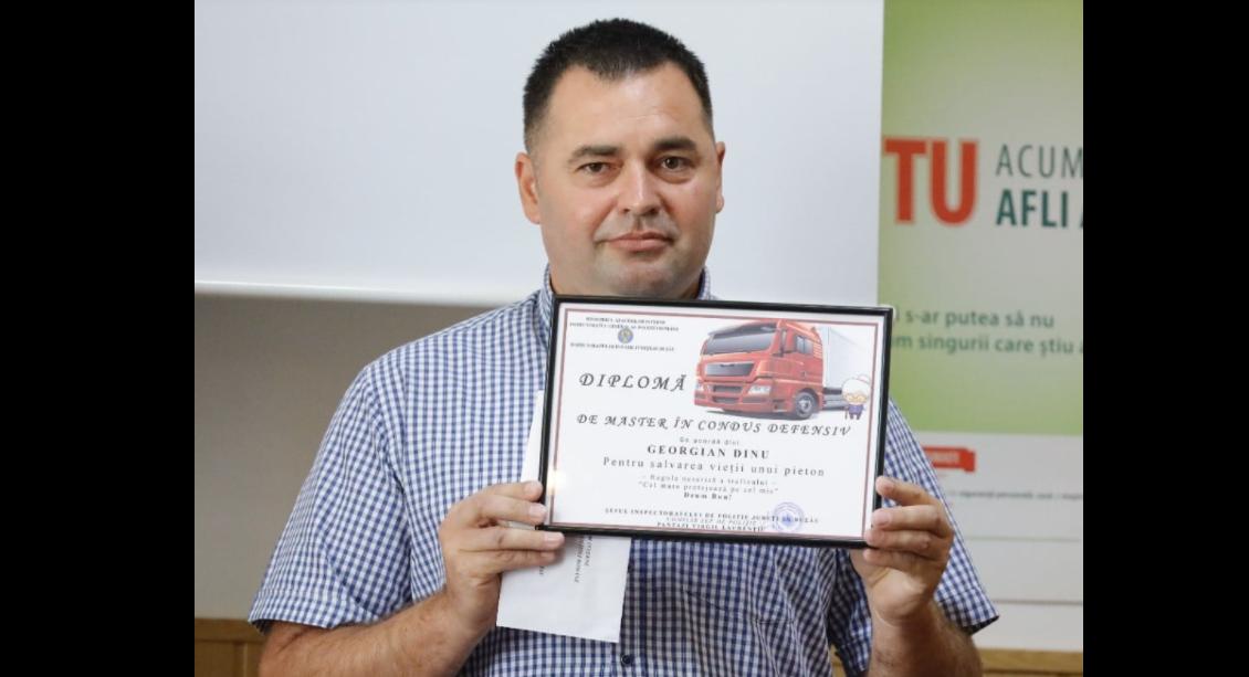 """Șoferul de TIR care a evitat în ultima clipă o femeie de 90 de ani a primit o """"Diplomă de master"""""""