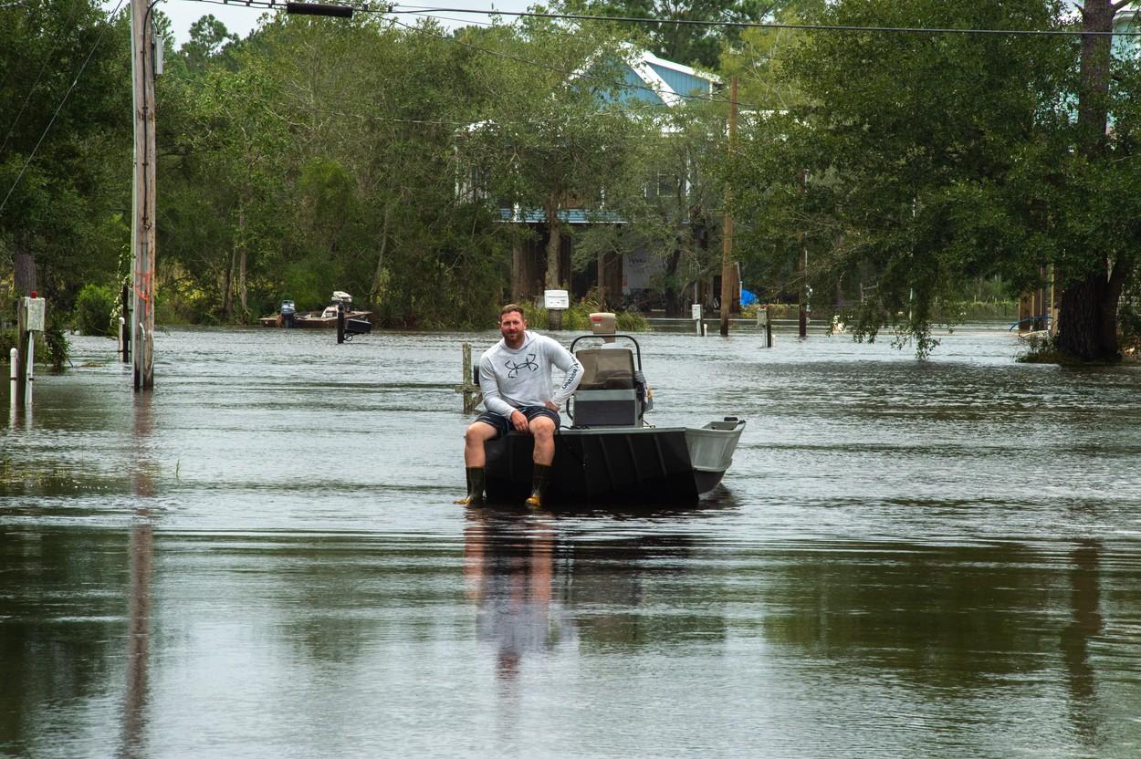 Uraganul Ida: Un bărbat a fost atacat de un crocodil pe o stradă inundată