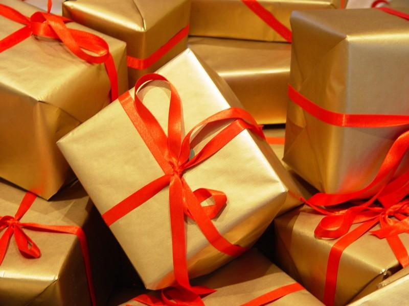Multe targuri de Craciun, putini clienti! Romanii fac economie la cadouri
