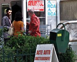 Polite de asigurare fictive in Bucuresti. Mii de romani ar fi fost pacaliti de o grupare