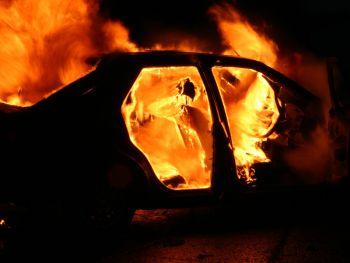 Masina distrusa de flacari, la iesirea din Timisoara