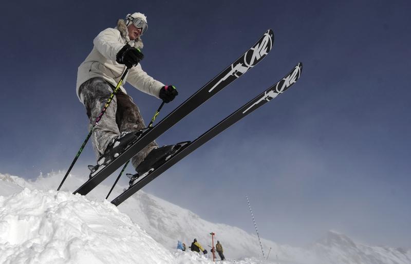 Echipamentele inchiriate, de schi, distruse de turisti din cauza partiilor