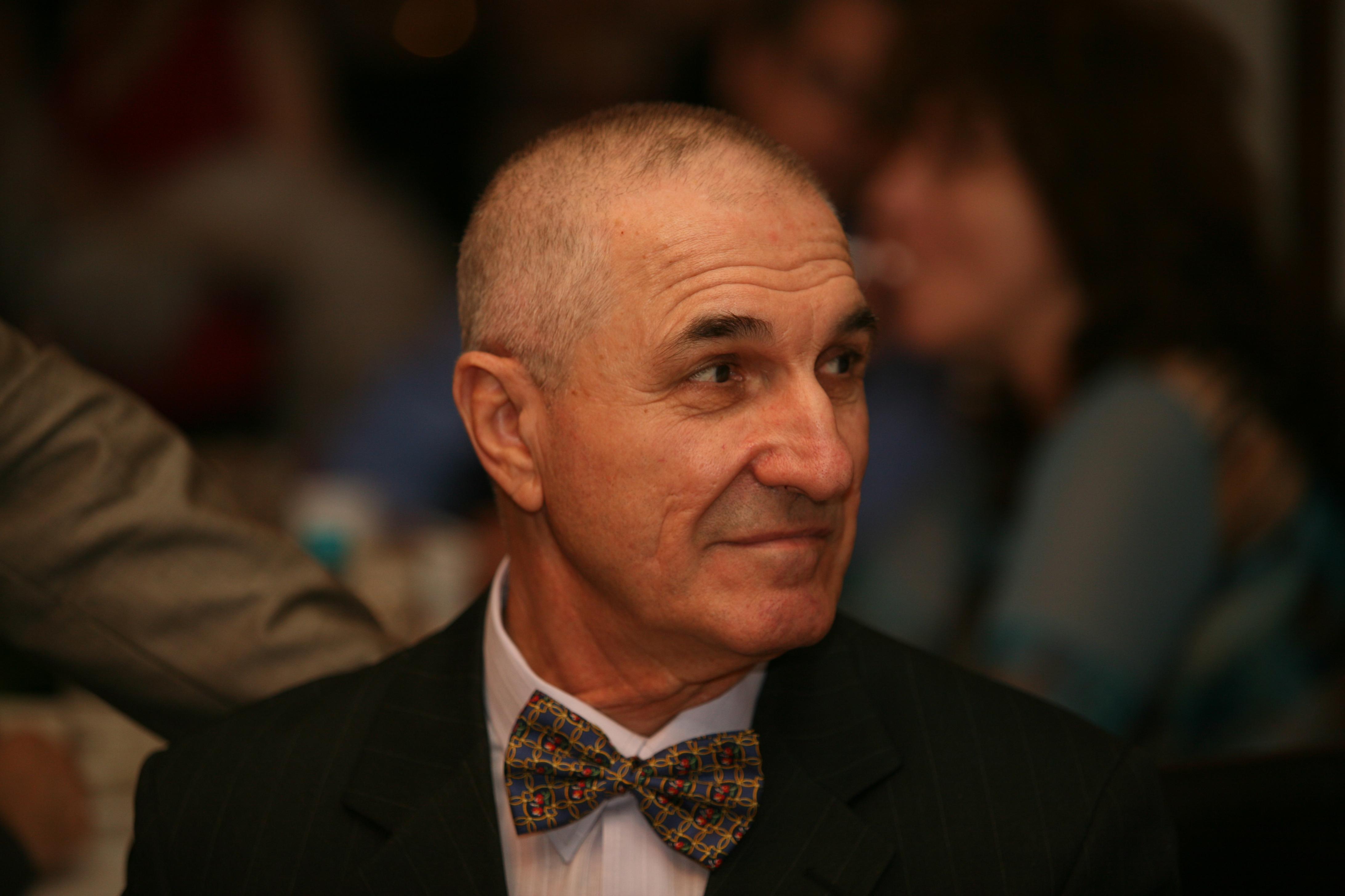 Gheorghe Dinica are infectie cu stafilococ auriu. Medicii raman rezervati