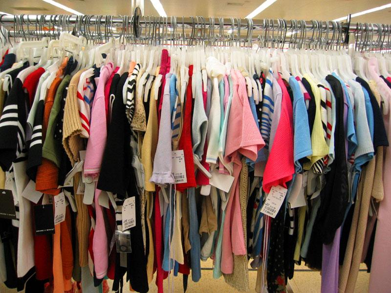 Trei zile de caritate. Ii poti ajuta pe cei nevoiasi cumparand haine, jucarii si obiecte de decor