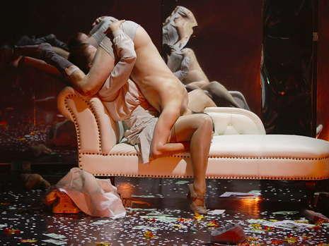 Nuditate, jocuri erotice si sex, pe scena unui teatru din Berlin!