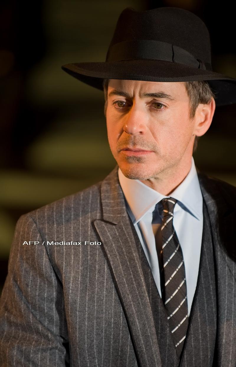 Sherlock Holmes revine pe marile ecrane!