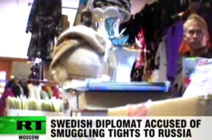 Diplomat prins in timp ce facea contrabanda cu ciorapi de dama