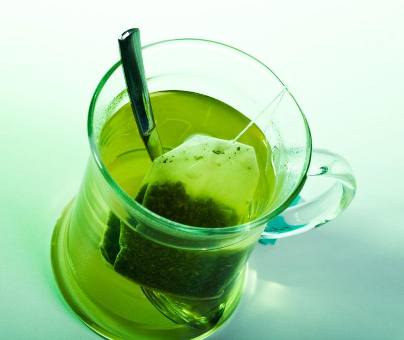 Consumul de ceai verde poate preveni cancerul pulmonar la fumatori