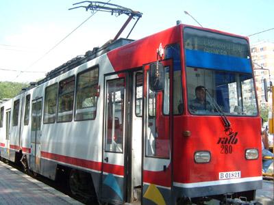 Sicrie pe sine. Doua din trei tramvaie ar trebui scoase din uz