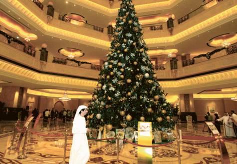 Abu Dhabi se lauda cu cel mai scump brad din lume. Afla cat costa!